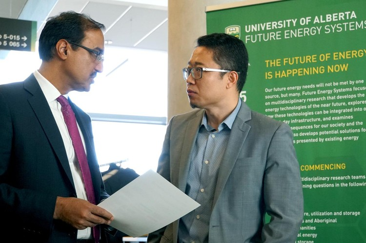 Minister of Infrastructure and Communities Amarjeet Sohi with Professor Ryan Li