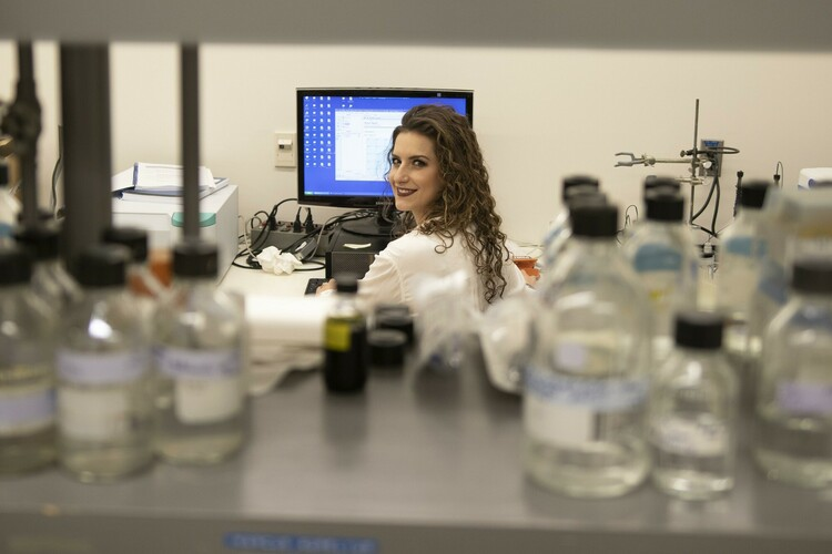 Future Energy Systems PhD candidate Catherine Tays at work in the lab.