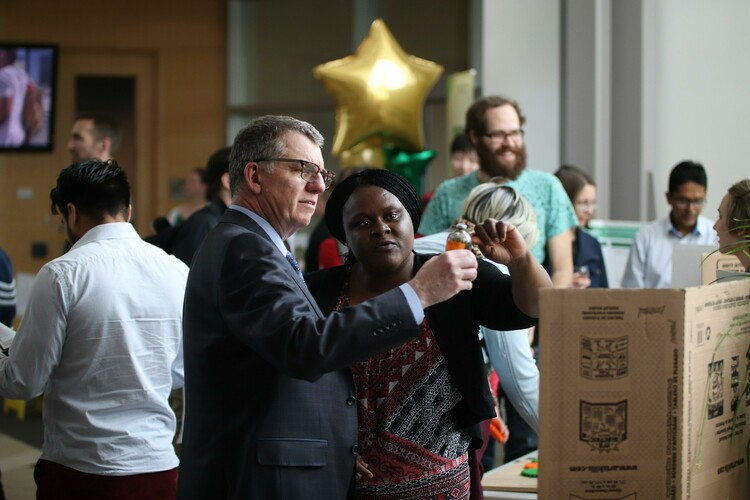 Future Energy Systems post-doctoral fellow Gloria Okpala explains her research to UAlberta President Dr. David Turpin.