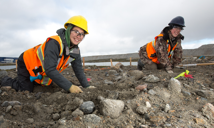 LRIGS students working in the field. Photo credit: Diavik Diamond Mine Inc.